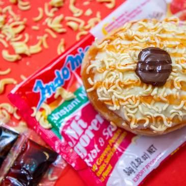 Reveal_1-1_0000_Bistro Morgan ÔÇô Mi Goreng Doughnut