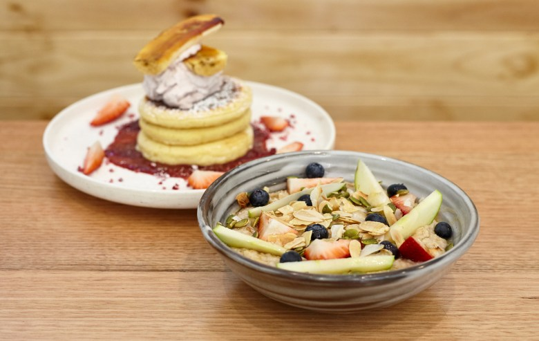 Pancakes and Porridge at Mystery L Cafe Toorak - Suzie Scribbles