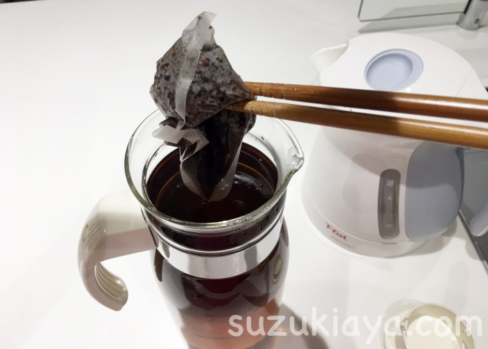 耐熱ガラスのハリオのスリム冷蔵庫ポットでやかんを使わない麦茶の沸かし方