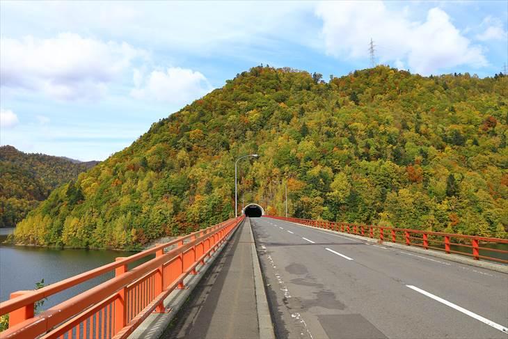 さっぽろ湖と定山渓ダムの紅葉