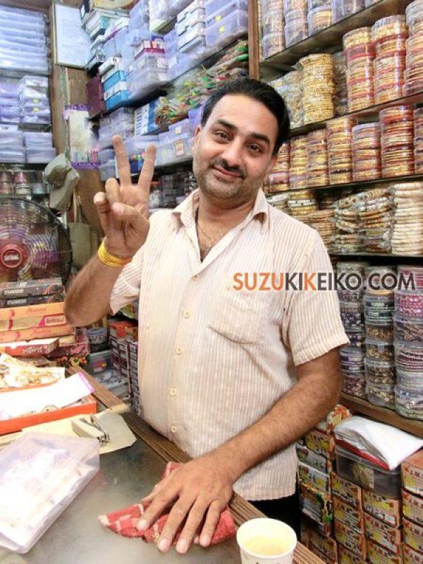 インド・バナーラスのアクセサリー屋 チャンドゥさん