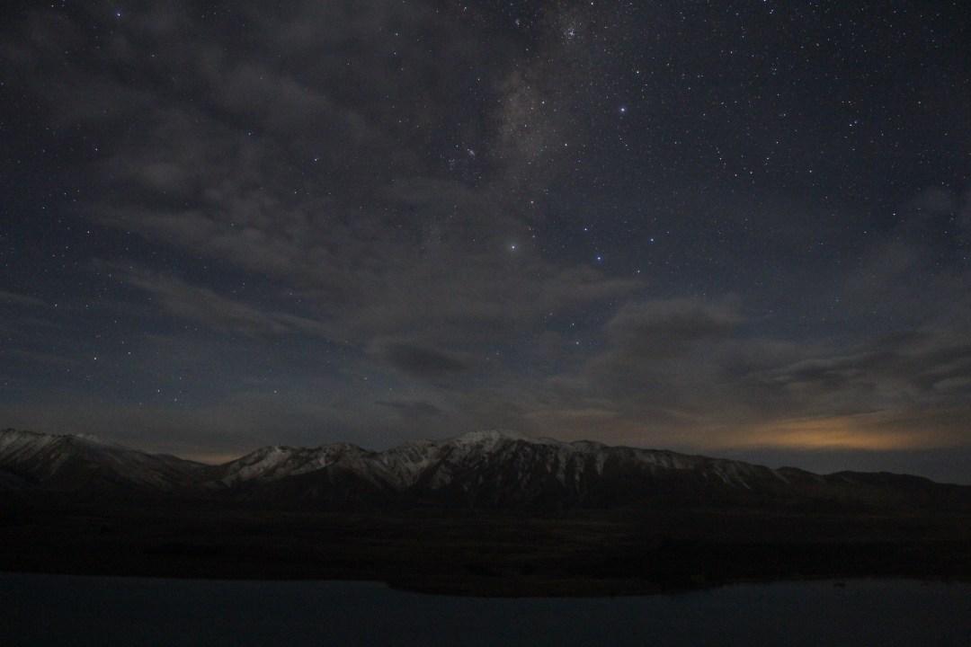 Mountains and stars: Earth & Sky Stargazing in Lake Tekapo - Mount John Observatory tour