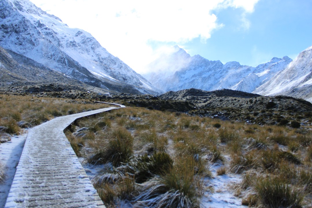 Hooker Valley Track. Short Walks in Aoraki/Mount Cook National Park - Get the best views of Aoraki/Mount Cook