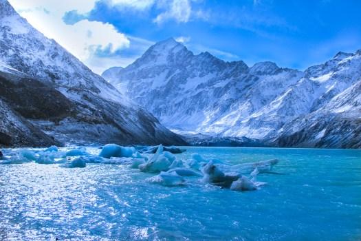 Beautiful Lakes in New Zealand - Hooker Lake in Aoraki/Mount Cook National Park