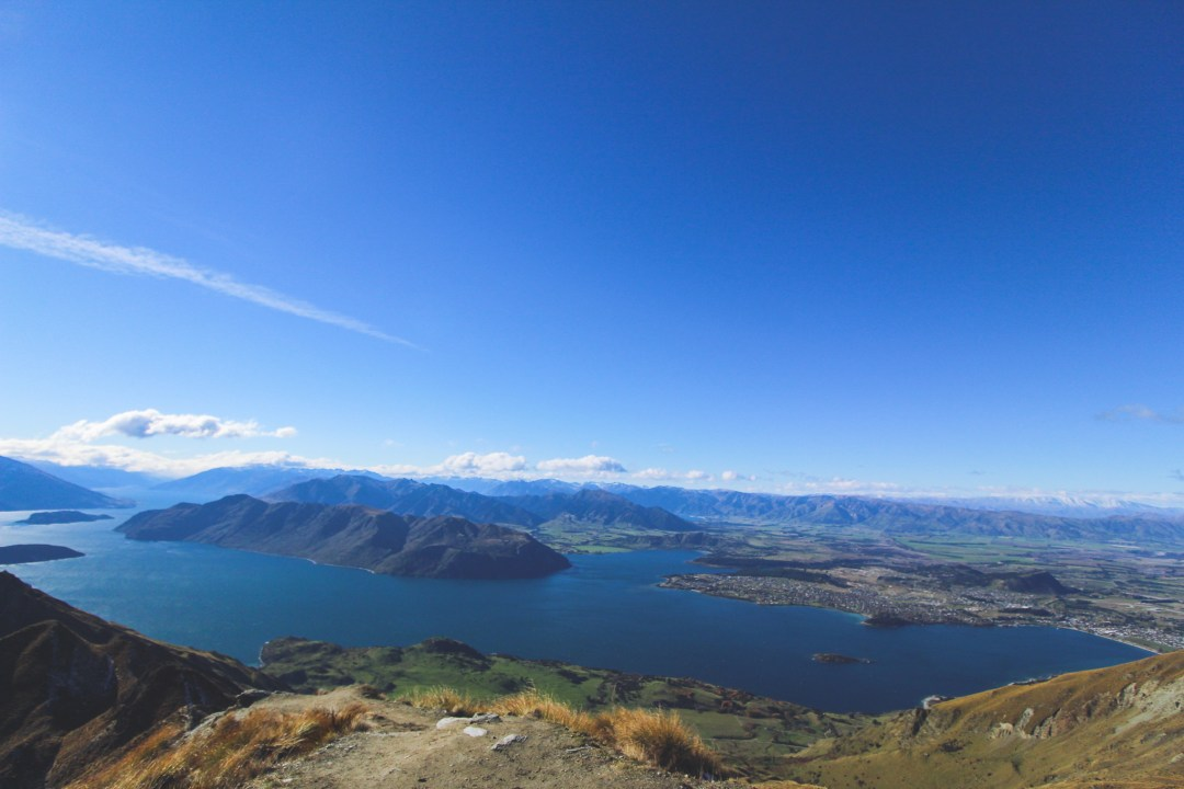 Beautiful Lakes in New Zealand - Lake Wanaka is a New Zealand travel must-do