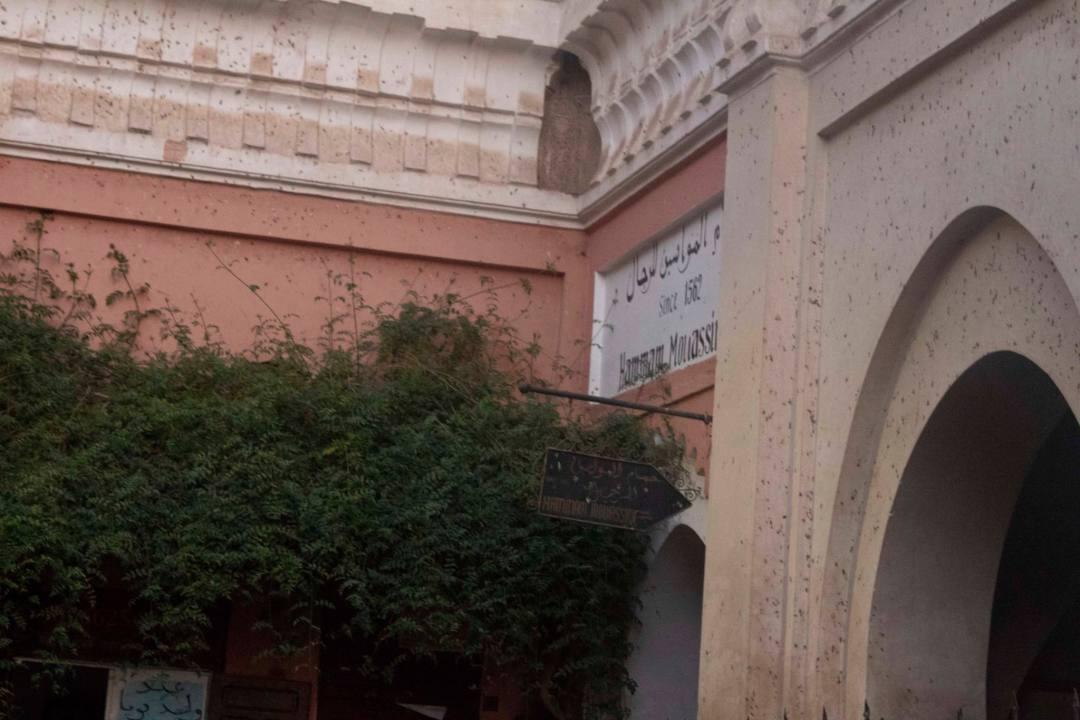 hidden entrance to hammam mouassine marrakech