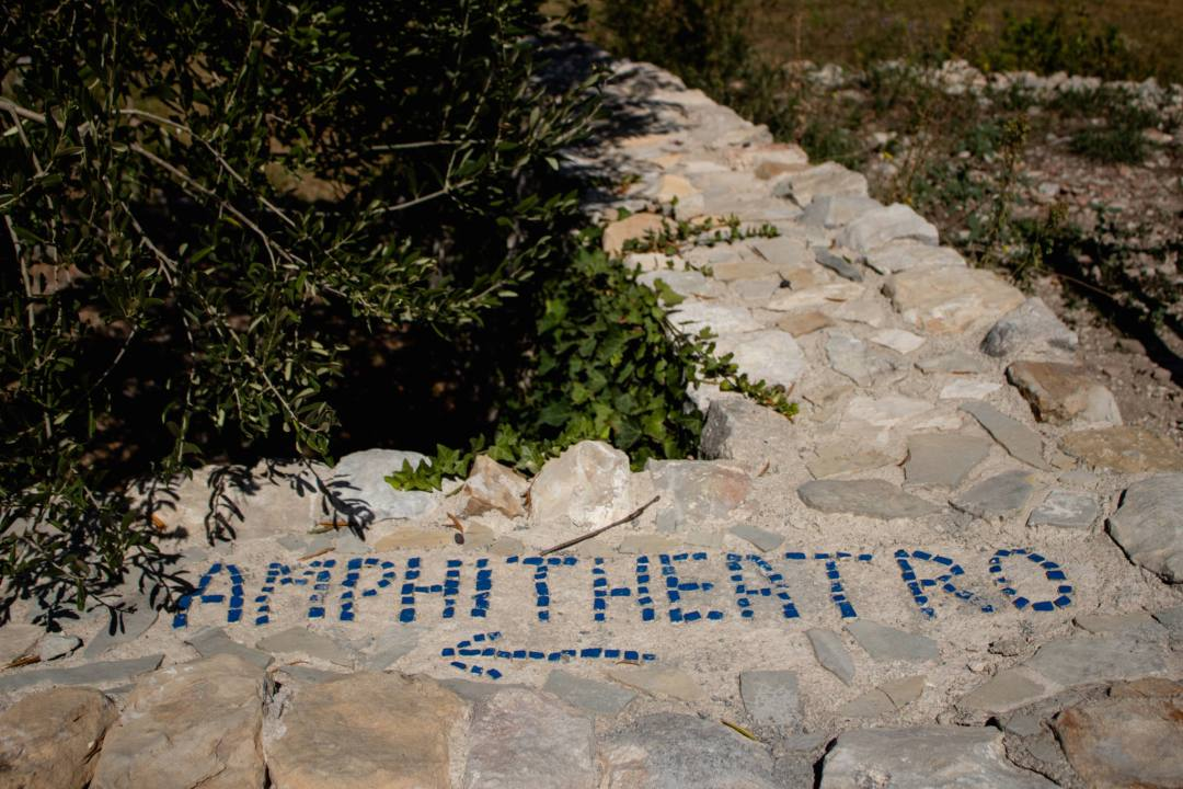 sign direction to salona amphitheatre