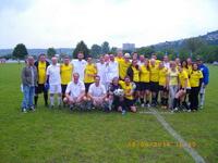 Die Finalisten : Im japanischen weiß die Kreismeister, in gelb Dynamo Tresen aus Kolumbien