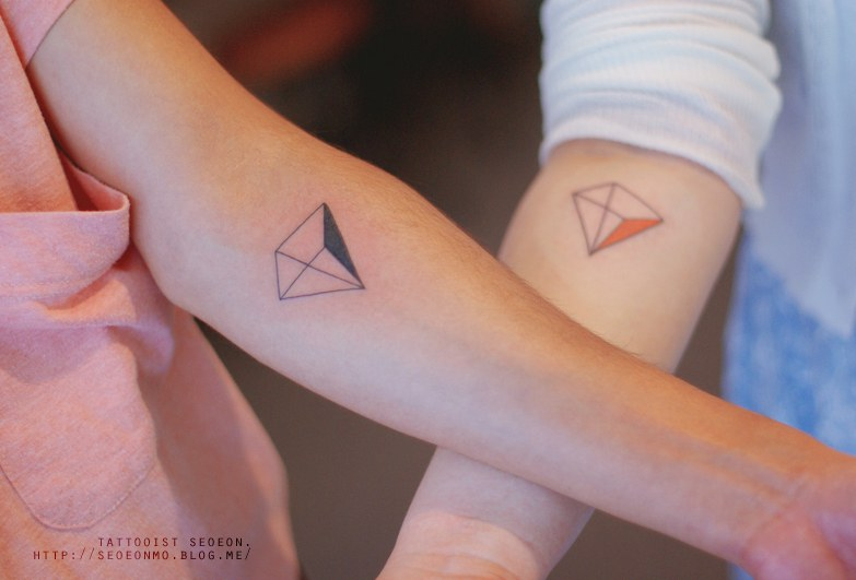 minimalistic-feminine-discreet-tattoo-seoeon-1