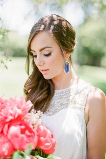 http-www.elizabethannedesigns.comblog20140429bohemian-colorful-wedding-inspirationbride-in-blue-earrings