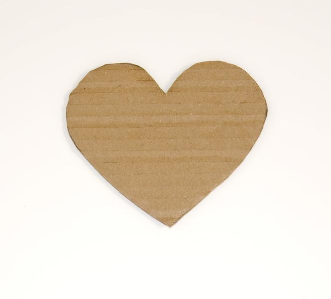 srdce vystřižené z kartonu