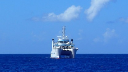 """The French always have a better way - fishing boat, so says the AIS - outclasses the """"normal"""" fishing boat"""