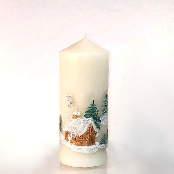 свеча новогодняя заснеженный домик в лесу