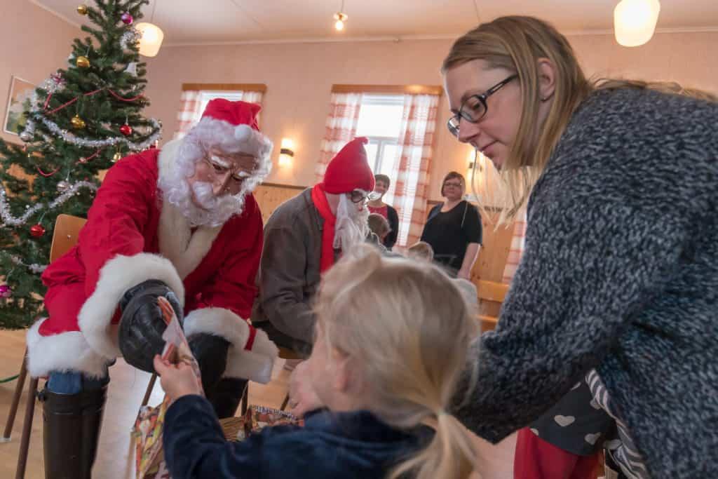 Julgransplundring i Remmen 2018. Foto: Morgan Grip