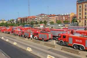 139 brandmän och 44 brandfordon från Polen anlände till Trelleborg under lördagen, och är just nu på väg till Sveg. Foto: Magnus Eriksson / MSB