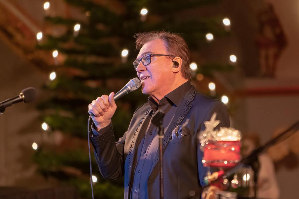 Det är tredje året man gästar Svegs kyrka. I år firar även Christer Sjögren 50 år som artist, samtidigt som han under hösten också varit aktuell i Så mycket bättre i TV4. Foto: Morgan Grip