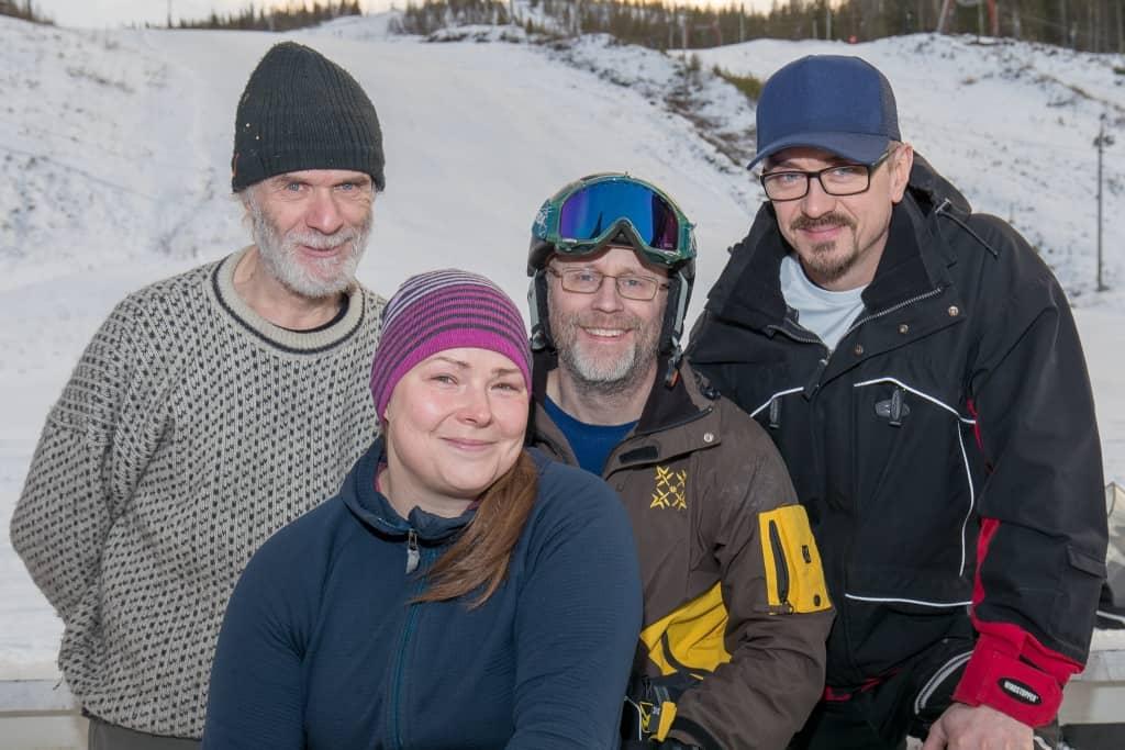 Martin Hallén, Karin Kers, Johnny Fagerström och Magnus Henningsson skötte ruljangsen när Björnberget öppnade för säsongen. Foto: Morgan Grip