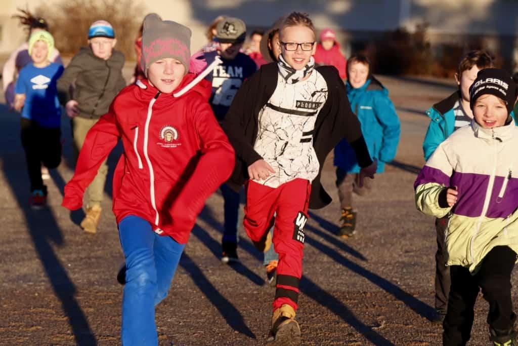 En timmes fysisk aktivitet startar varje skoldag i Lillhärdal. Foto: Tanja Frisk