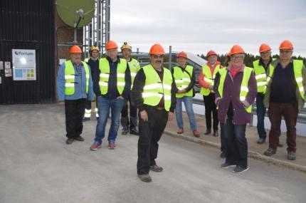 Här en av grupperna av intresserade som visades runt på anläggningen. Foto: Leif Eriksson
