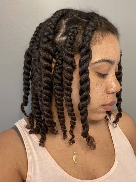 lady wearing twaid out hairstyle
