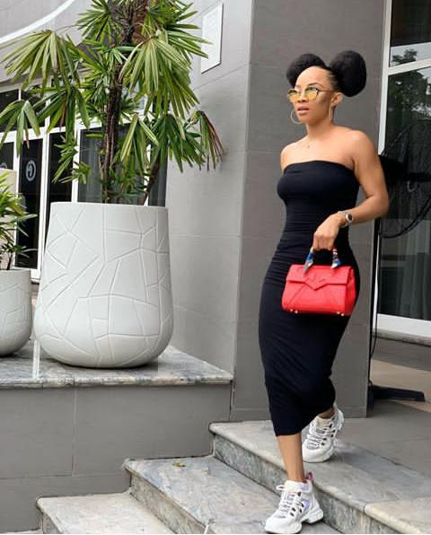 white sneakers as styled by Toke Makinwa