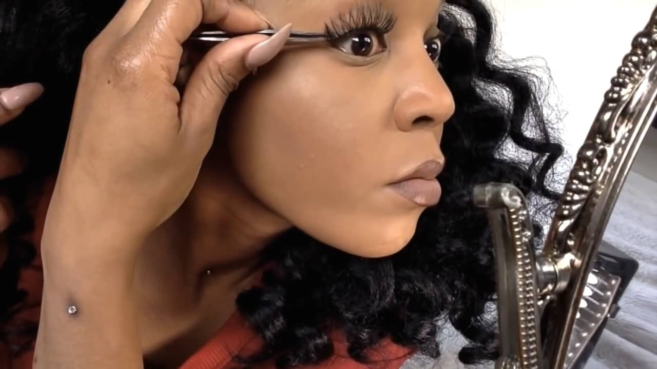How to Remove Individual Lashes Without Losing Your Real Lashes