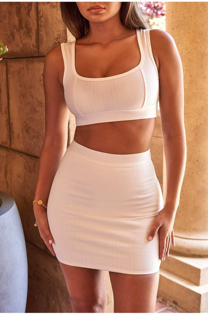 Stylish Outfits for Ladies with Big Boobs