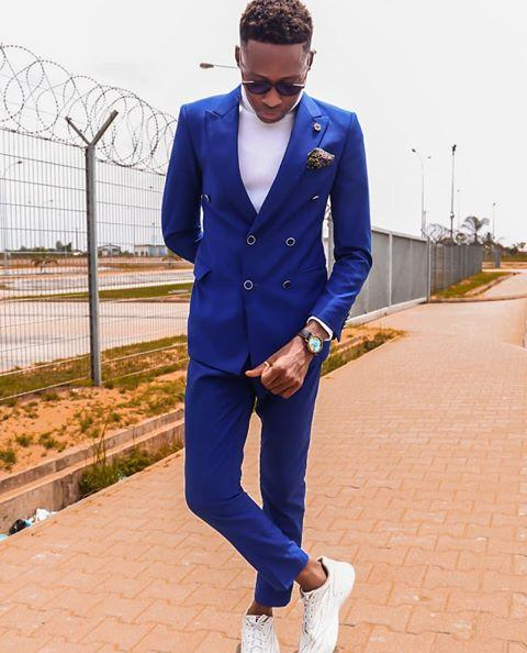 Blue suit on white sneakers - how to wear sneakers with suits
