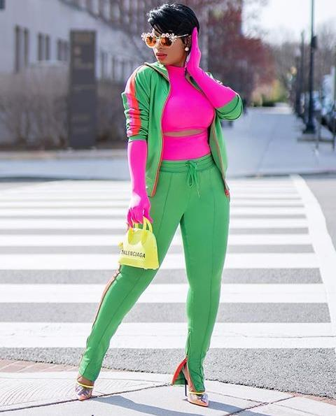 lady in light green and pink equidistant color mix outfit