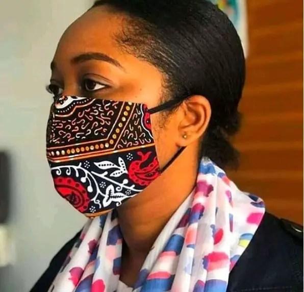 woman wearing ankara face mask
