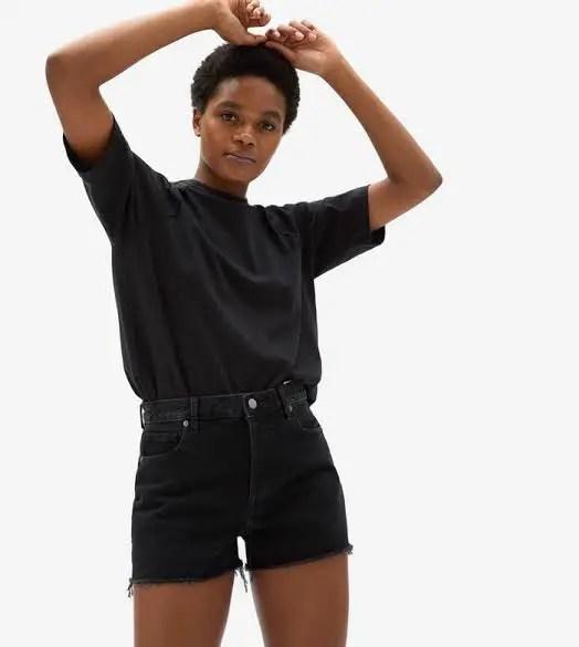 black lady wearing black high-waist shorts and black t-shirts
