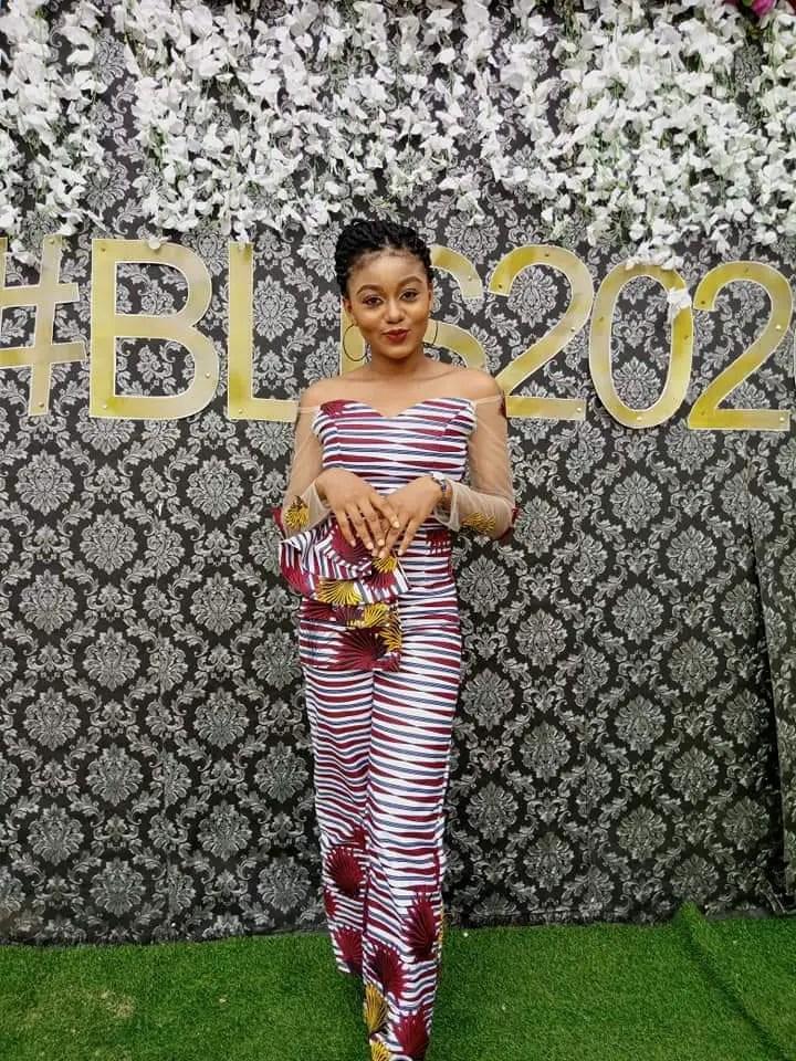 lady wearing ankara aso ebi outfit