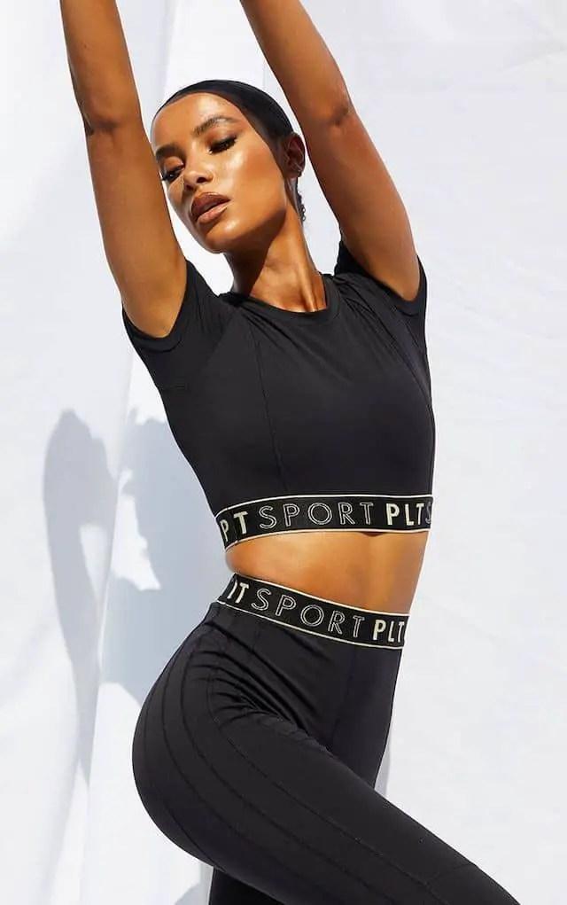 lady wearing black sportswear for gym