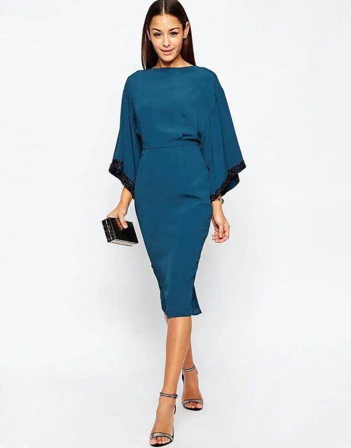lady wearing a plain blue dress