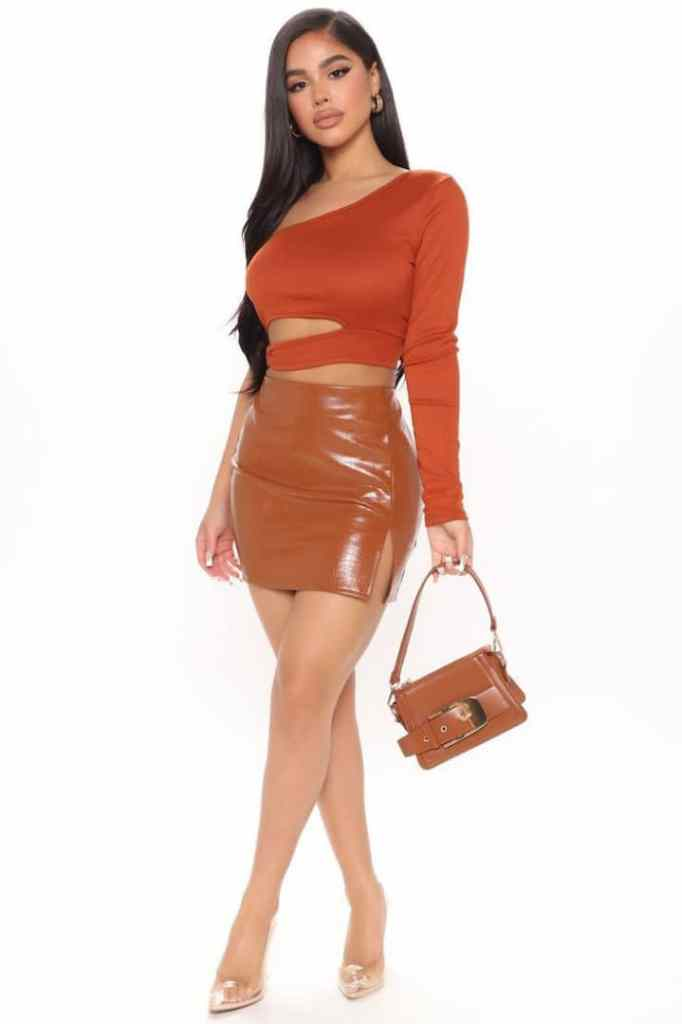lady wearing to and mini skirt with bag