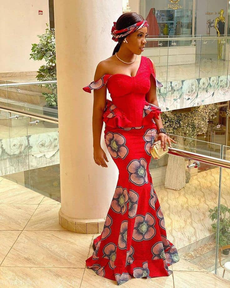 lady wearing ankara aso ebi dress