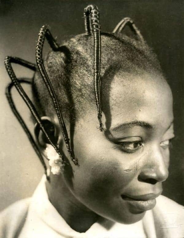 African woman wearing rubber thread hairstyle