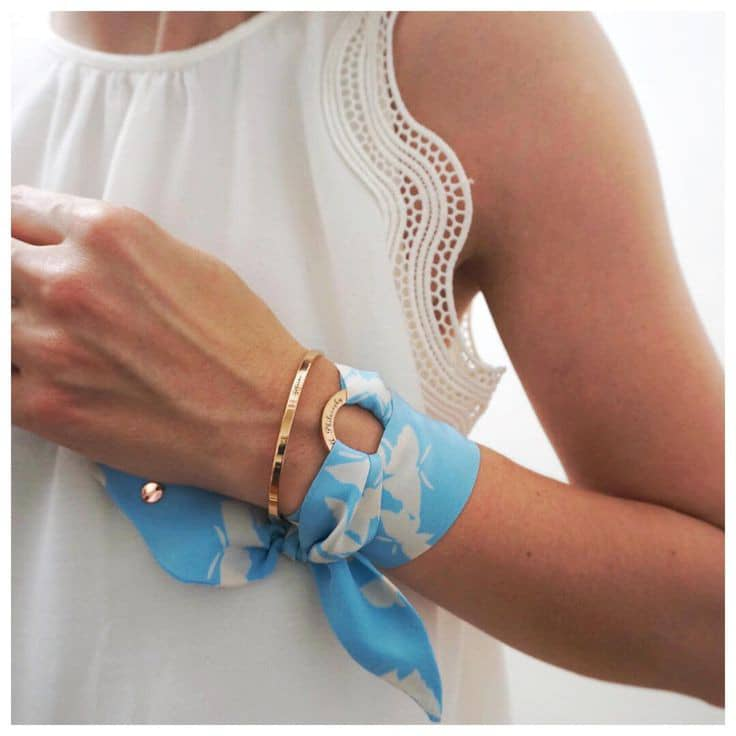 lady wearing scarf on the wrist
