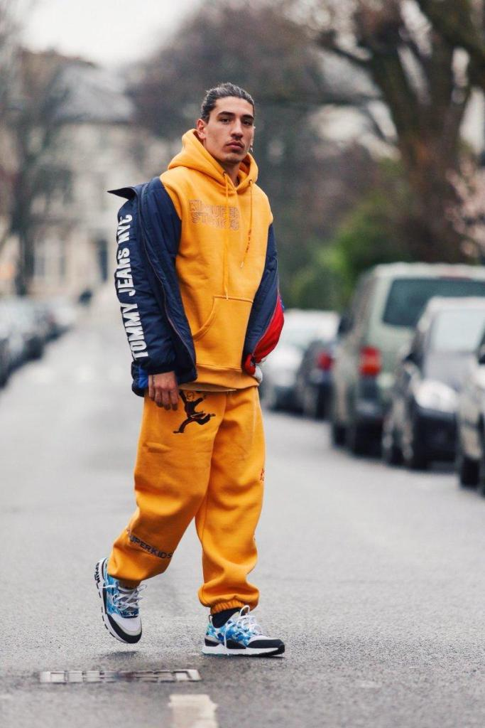 Hector Bellerin rocking street style outfit