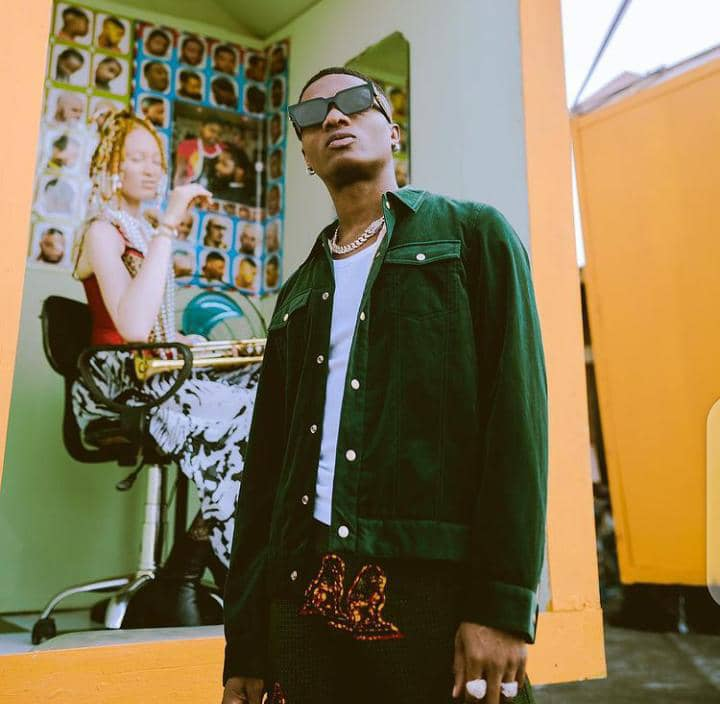 Wizkid showing us his style