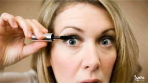 Read more about the article 6 Eye Makeup Mistakes That Ruin Your Beauty