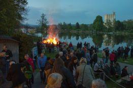 Osterfeuer an der Weser in Hameln 2014