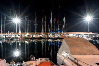 Hafen bei Nacht am Lido Garda Beach Cafe in Garda am Gardasee 2018