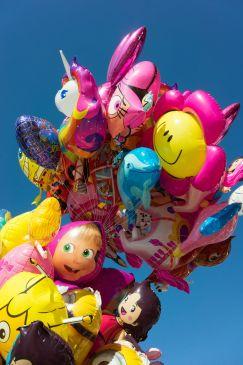 Heliumballons auf dem Weinfest von Bardolino am Gardasee im Oktober 2018