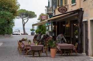 GaOsteria Caffè Amaro draussen in Garda am Gardasee im Oktober 2018