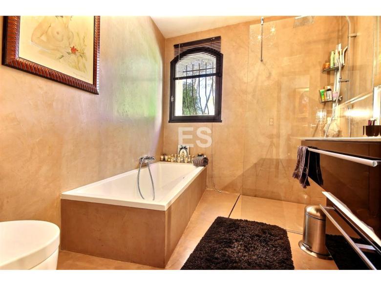 Hus 105 m² till salu i Mougins svensk mäklare franska rivieran badrum