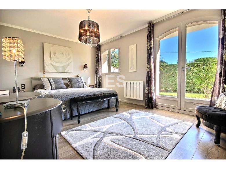 Hus 105 m² till salu i Mougins svensk mäklare franska rivieran sovrum