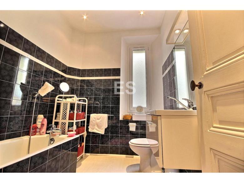 Lägenhet till sal badrumu i Canes 87 m² bostad franska rivieran badrum