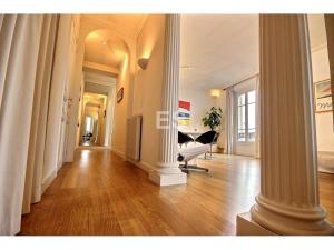 Lägenhet till salu i Canes 87 m² bostad franska rivieran hall