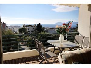 Ljus och rymlig lägenhet i Cannes Californie om 96 m² med vacker havsutsikt  svensk mäklare franska rivieran